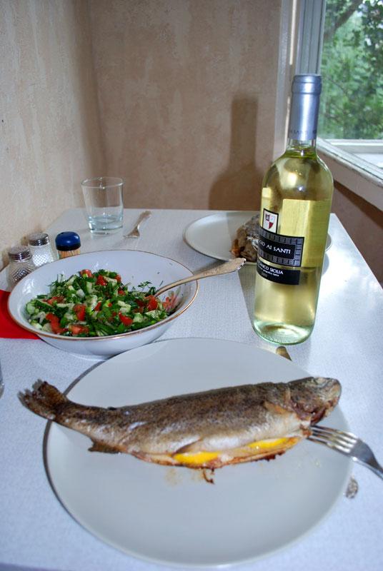 Форель с белым вином