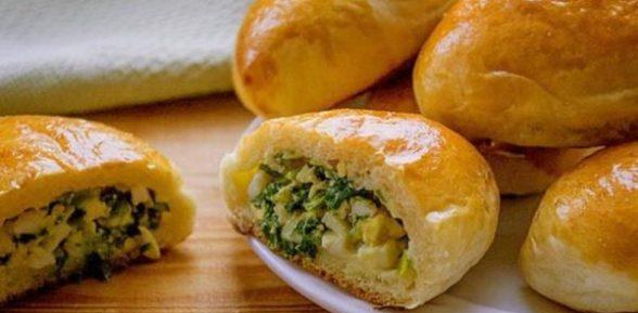 Пирожки с луком с яйцом печеные