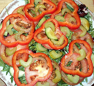 Овощной салат с соевым соусом фото