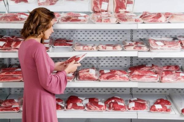 выбрать мясо в магазине