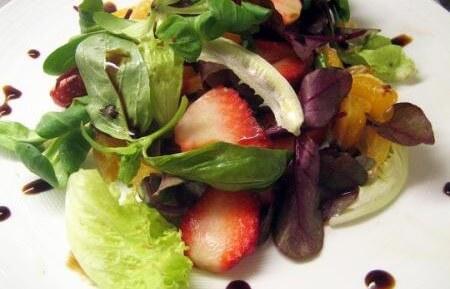 Салат из клубники и апельсина