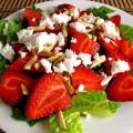 Салат из клубники с сыром фото