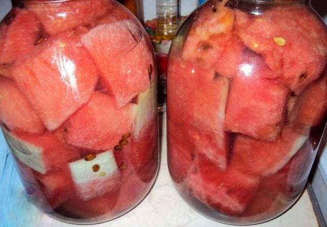 залить арбуз рассолом