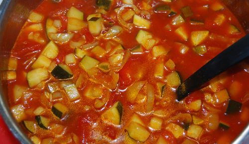 Как приготовить лечо из кабачков на зиму: рецепты с томатной пастой, без нее