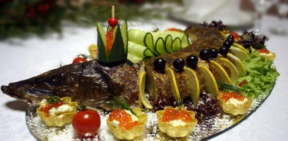 Целая запеченная в духовке щука: 3 подробных рецепта с фото