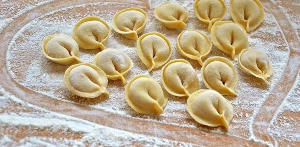 Как правильно сделать вкусное и нежное пельменное тесто