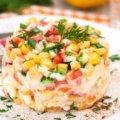 Классический салат с крабовыми палочками кукурузой и рисом