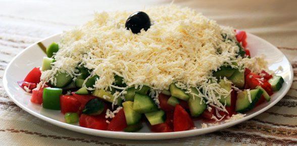 Визитная карточка Болгарии – изумительный и полезный «Шопский салат»