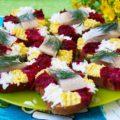 Бутерброды из селедки со свеклой