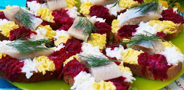 Бутерброды с сельдью: 6 праздничных закусок
