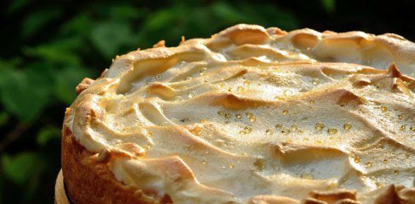 Простые сладости к чаю: несколько лучших рецептов сахарного пирога со сливками или без