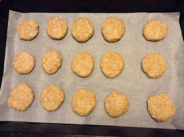 Овсяное печенье перед выпечкой