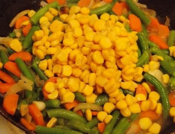Бантики с кукурузой и овощами