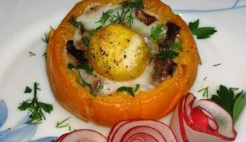 Запеченные помидоры с яйцом, ветчиной и грибами