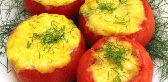 Помидоры, фаршированные сыром и яйцом