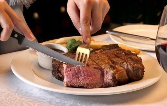 кушать мясо