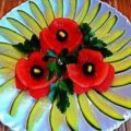 мак из помидора на тарелке