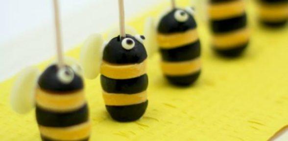 Пчелки из оливок и сыра на зубочистке