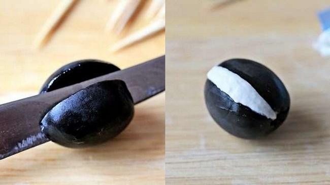 оливку разрезать и начинить сыром