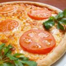 Пицца с помидорами