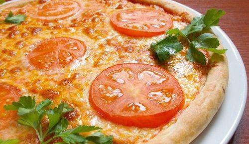 Пицца с помидорами в аэрогриле