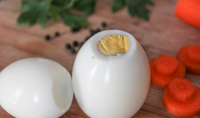 срезать верх яйца