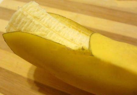 разрезать банан