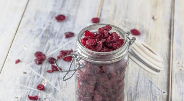 сушеные ягоды в банке