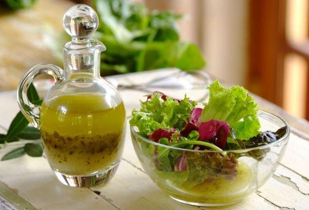 Заправки для овощных салатов – сборник 13 лучших рецептов