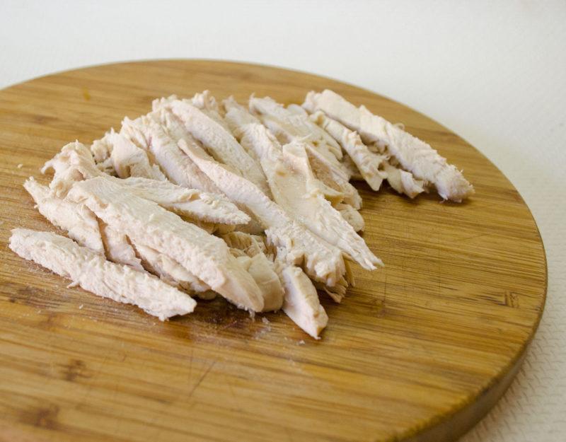 Приготовление салаты из курицы с опятами