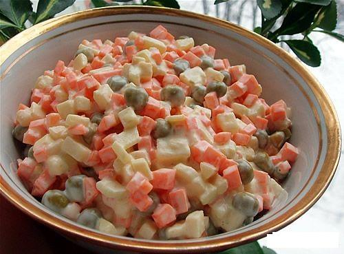 Салат из моркови и зеленого горошка