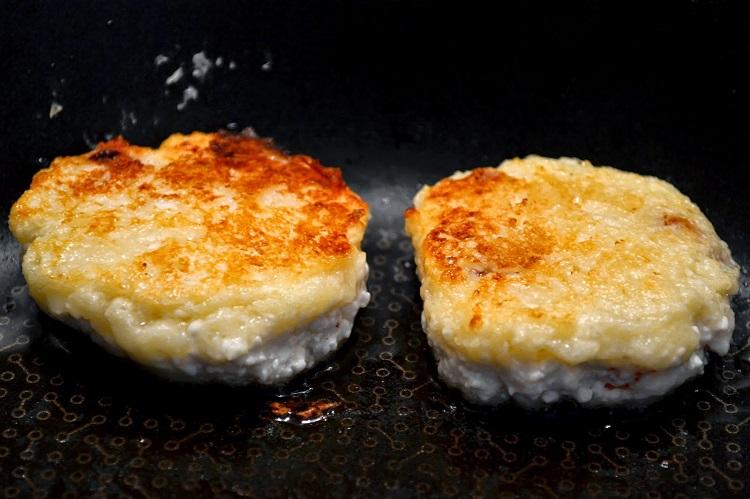 Сырники с начинкой из сгущенки