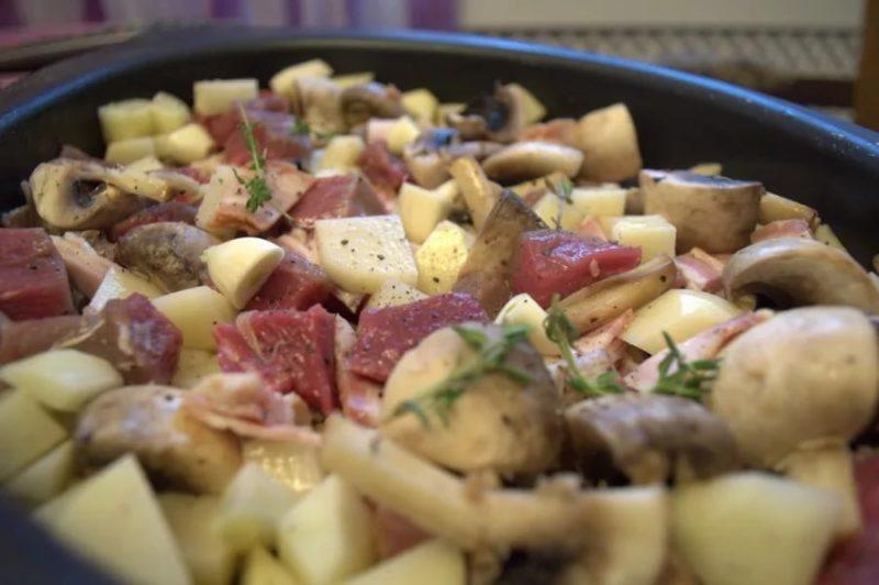 Приготовление сытной фриттаты с мясом грибами и овощами