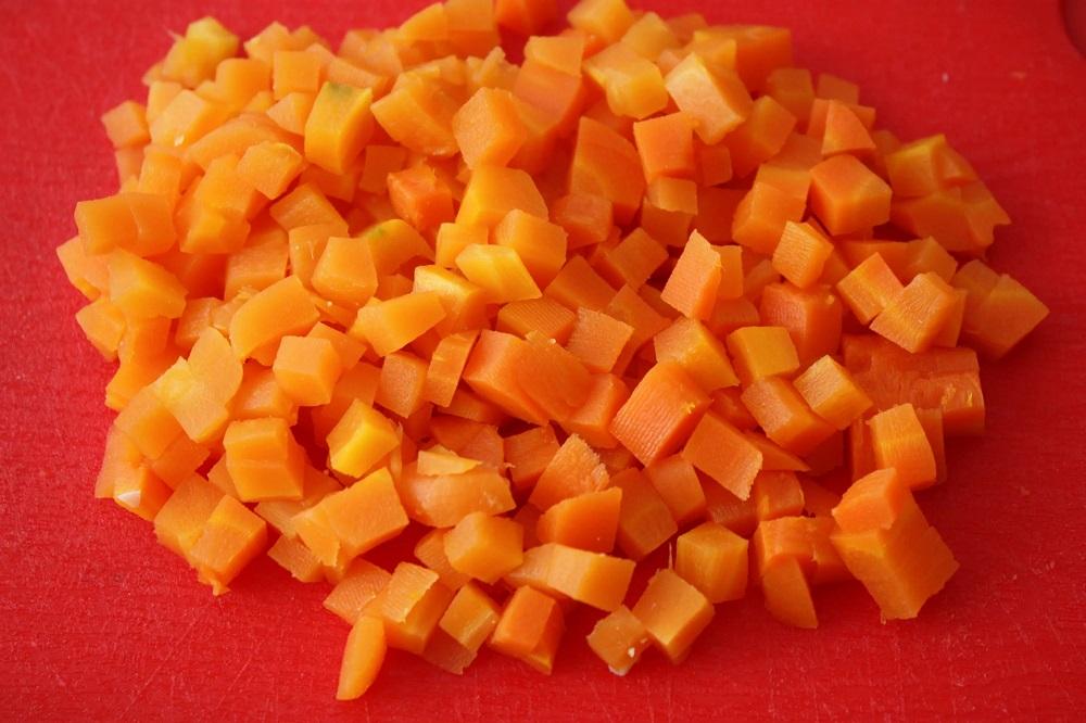 Вареная морковь кубиками