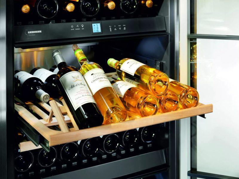 Вино в специальном холодильнике