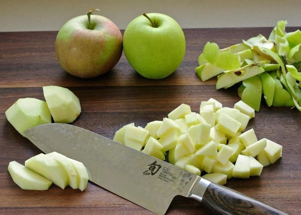 Зеленые яблоки кубиками