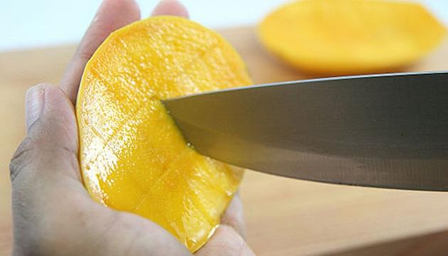 Нарезка манго кубиком