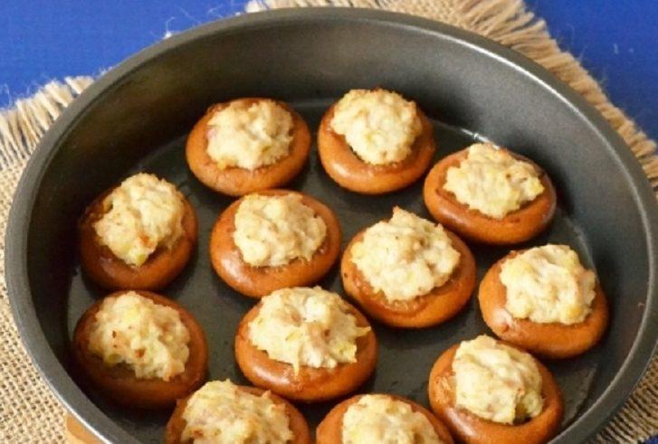 Сушки с колбасой, картофелем и сыром