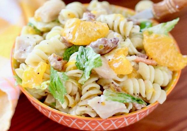 Салат из пасты и мандаринов