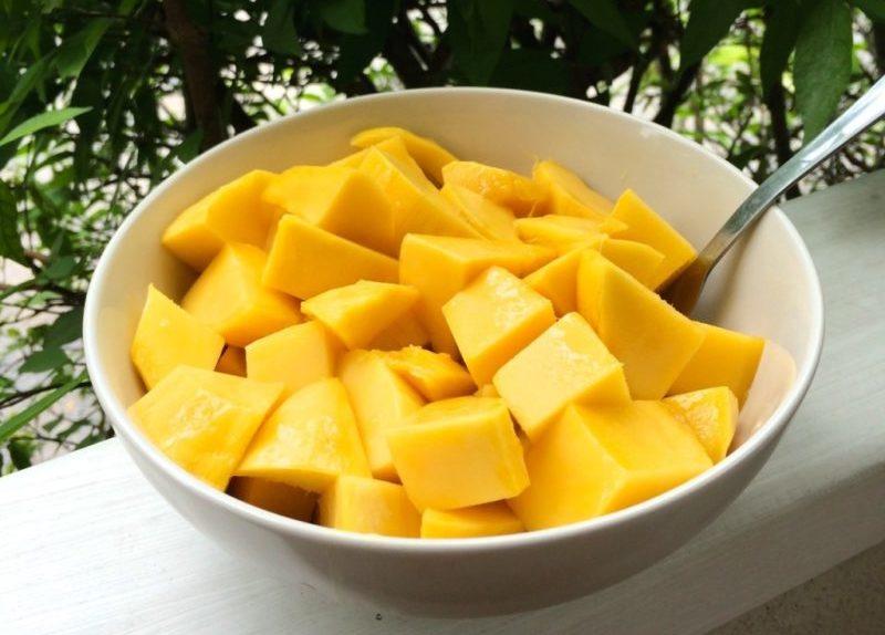 Как нарезаь манго кубиками