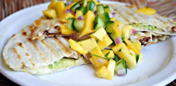 Фруктово-овощная сальса с манго