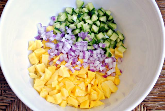 Приготовление сальсы с манго
