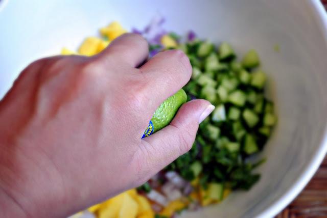 Острая сальса из фруктов и овощей
