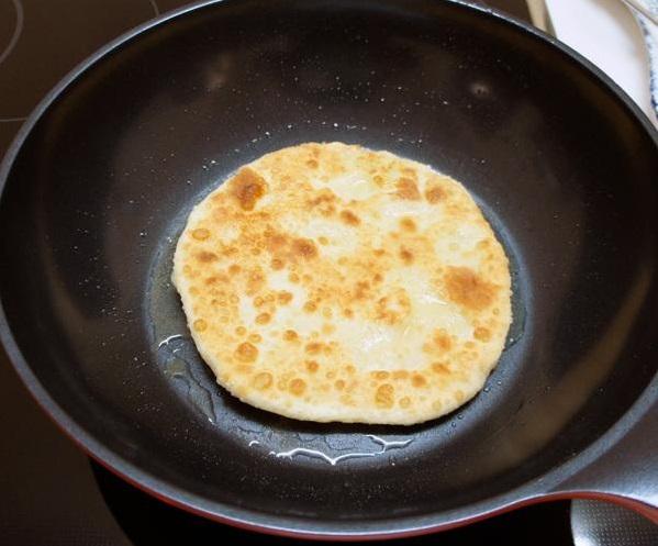 Приготовление лепешек с сыром