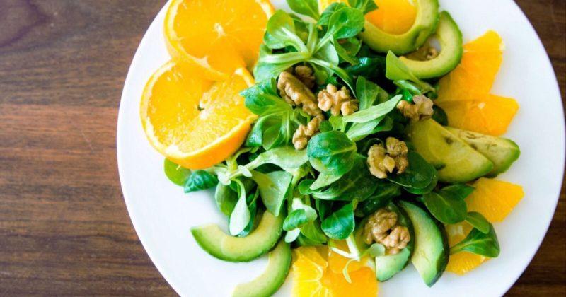 Салат с апельсинами и авокадо