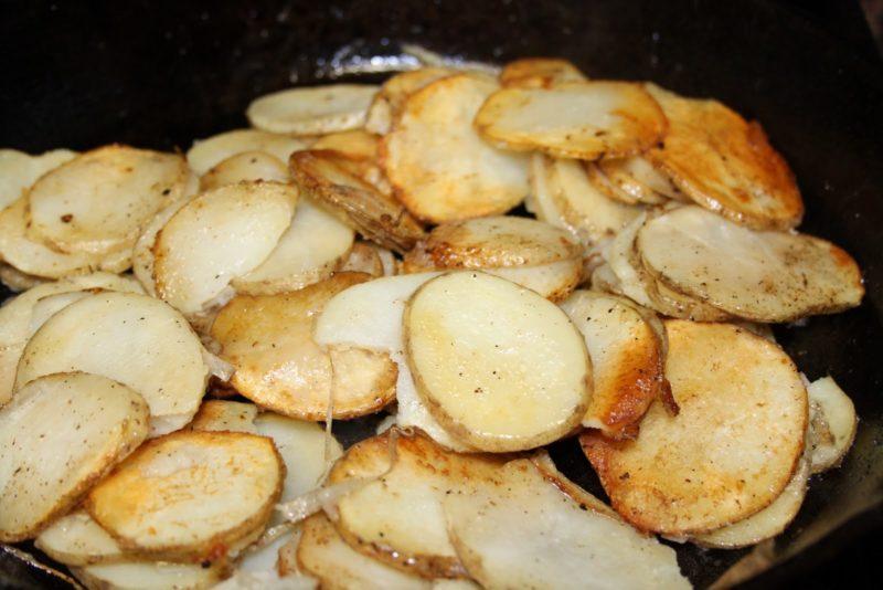 Жареный картофель кружочками