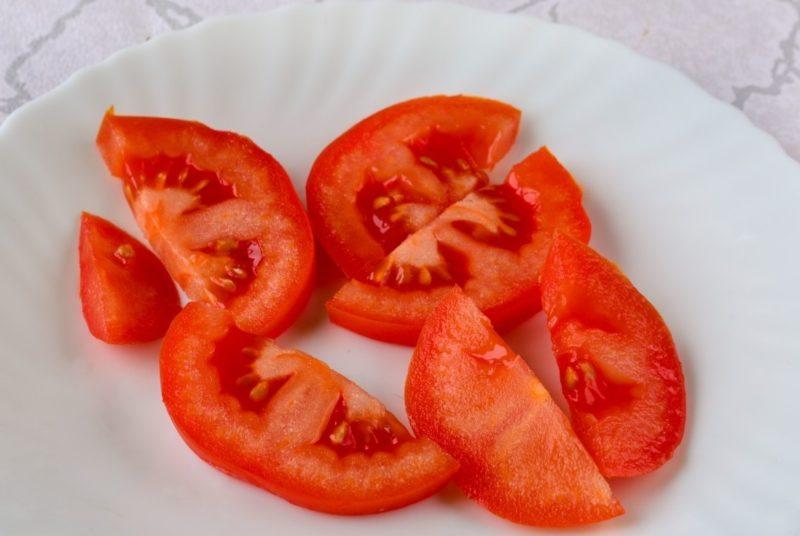 Приготовление салата из помидоров