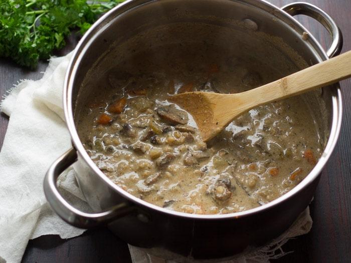 Густой суп с грибами и овсянкой