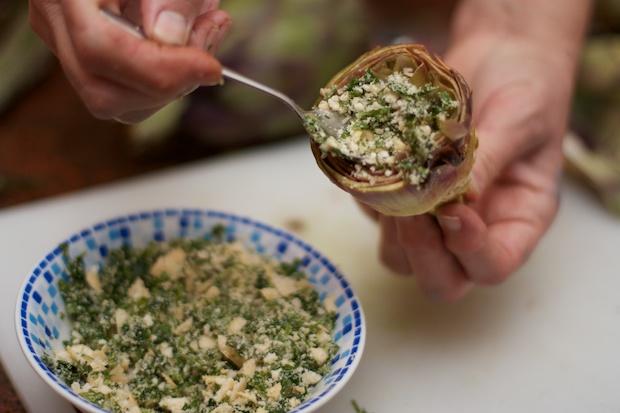Приготовление артишоков с сырной начинкой