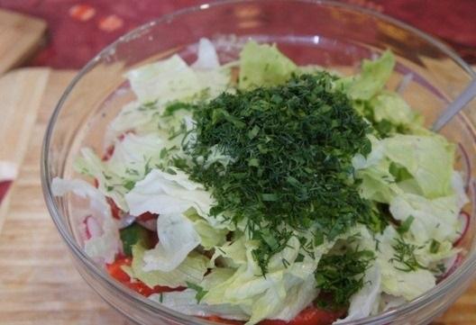 Приготовление летнего овощного салата